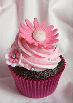 Cupcakes THE best cinnamon rolls. Chinese Take Out Cupcake Pretty Cupcake Cute Cupcakes for Fall Cupcakes Roses, Cupcakes Cool, Beautiful Cupcakes, Wedding Cupcakes, Cute Cakes, Sweet 16 Cupcakes, Simple Cupcakes, Valentine Cupcakes, Mocha Cupcakes
