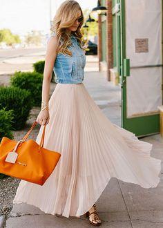 ДЕНЬ ЮБКИ  Сегодня у нас день длинной, очень длииииииинной юбки. Мы собрали несколько потрясающе красивых образов и готовим обзор и коллекцию. Вот этот образ здесь: http://www.sofits.me/look/3454  #skirt #maxi #denim #beautiful #orange #nude #blonde #summer #fashion