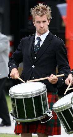 This is too much sexy in one photo. drum, hot scowling dude and a kilt. Scottish English, Scottish Man, Highland Games, Men In Kilts, Irish Men, Bad Hair Day, Tartan Plaid, Haircuts For Men, First Photo