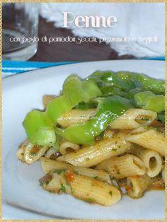 Penne con pesto di pomodori secchi, prezzemolo e friggitelli (Penne with pesto of dried tomatoes, parsley and green peppers)