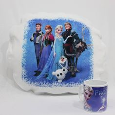 Almofada e caneca do desenho Frozen.