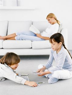 4 Ways to Teach Your Kids How to Play Alone