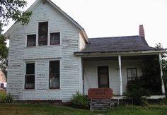 5.) Villisca Ax Murder House, Iowa.   20 Creepy places to visit.