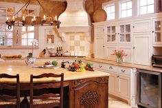 Country French Kitchen-Next kitchen remodel will be similar Southern Kitchens, French Country Kitchens, Country French, French Style, Country Style, Country Charm, Beautiful Kitchens, Cool Kitchens, Dream Kitchens