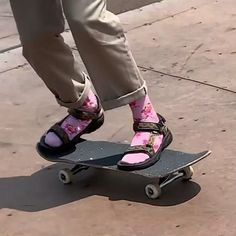 You are in the right place about skater girl outfits flannel Here we offer you the most beautiful pi Penny Skateboard, Skateboard Deck, Tumblr Outfits, Surfer Girls, Outfits Primavera, Vans Sneakers, Skates, Jeans Und Hoodie, Nike Sb