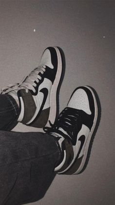 Dr Shoes, Cute Nike Shoes, Swag Shoes, Cute Sneakers, Nike Air Shoes, Hype Shoes, Me Too Shoes, Jordan Shoes Girls, Girls Shoes