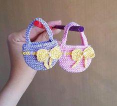 Barbie Knitting Patterns, Easter Crochet Patterns, Doll Clothes Patterns, Crochet Gifts, Crochet Bags, Crochet Dolls, Crochet Doll Tutorial, Accessoires Barbie, Crochet Barbie Clothes