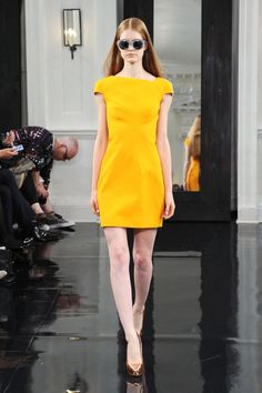 Victoria Beckham Style, Yellow Dress, How To Look Pretty, Spring Fashion, My Style, How To Wear, Clothes, Outfits, Dresses