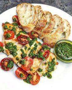 """1,211 To se mi líbí, 15 komentářů – Davidovy recepty (@davidvkuchyni) na Instagramu: """"Kuřecí prsa s chimichurri a ciabattou 😍 Označ v komentářích někoho kdo ti musí toto jídlo uvařit…"""" Ciabatta, Vegetable Pizza, Poultry, Turkey, Chicken, Vegetables, Food, Food Food, Backyard Chickens"""