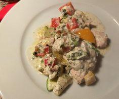 Rezept Hühnchen im Gemüsebett mit Käse-Kräuter-Sosse von Schirmle - Rezept der Kategorie Hauptgerichte mit Fleisch