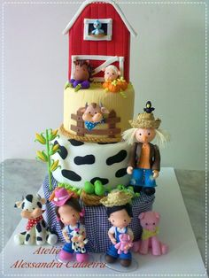 Adorable barnyard cake.