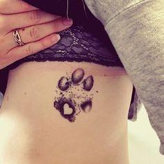25 People with Tattoos of Their Dog's Paw. It's a Beautiful Way of Expressing Their Special Bond… 25 Dog Paw Tattoo-Ideen, um die besondere Bindung mit Ihrem Hund zu präsentieren Trendy Tattoos, Cute Tattoos, Beautiful Tattoos, Small Tattoos, Flower Tattoos, Beautiful Beautiful, Awesome Tattoos, Dog Tattoos, Body Art Tattoos