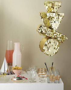 A cute gold party decoration