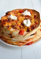 Mexicaanse wraptaart. Lekker en simpel recept van wraps, saus , gehakt en kaas.