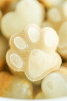 Here are easy homemade dog treats! See the best frozen dog treat recipes to make your dog smile this summer. Dog Treat Recipes, Healthy Dog Treats, Dog Food Recipes, Easy Recipes, Homemade Dog Cookies, Homemade Dog Food, Frozen Dog Treats, Chicken Treats, Chicken Bites