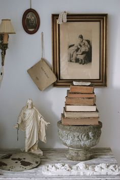 Love this idea for a display of family geneology items...old Bibles, notebooks, journals and the Christus.  HVÍTUR LAKKRÍS