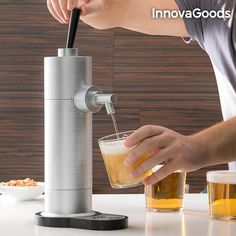 With this beer dispenser, you can create delicious draft beer out of a canned beer. The beer dispenser uses ultrasonic waves to create draft beer. Wine Pourer, Beer Taps, Cheap Wine, Drink Dispenser, Drinking Glass, Nespresso, Party, Coffee Maker, Bubbles