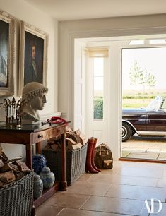 Within the charming English country house of India Hicks and David Flint W . - Within the charming English country house of India Hicks and David Flint Wood – In the English co - Architectural Digest, Country House Interior, Home Interior Design, Interior Architecture, Country Interiors, Modern Interior, English Country Style, English Country Decorating, English Country Houses