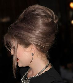 Kelly Osbourne Bouffant - Kelly Osbourne attended the 2012 Winter TCA Tour wearing her hair in a voluminous bouffant. 1960 Hairstyles, Modern Hairstyles, Latest Hairstyles, Hairstyles Haircuts, Vintage Hairstyles, Bouffant Hairstyles, Japanese Hairstyles, Bouffant Bun, Updo