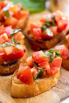 Authentic Italian Bruschetta is a classic appetizer that people absolutely love. Authentic Italian Bruschetta is a classic appetizer that people absolutely love. Learn all the little tricks for making the perfect bruschetta. Italian Bruschetta Recipe, Bruschetta Recept, Bruschetta Recipe With Cheese, Bruschetta Dip, How To Make Bruschetta, Cooking Recipes, Healthy Recipes, Cooking Games, Cooking Classes