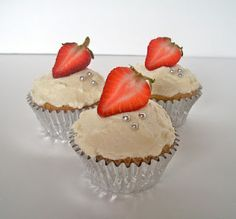 Moscato Cupcakes - I am so making these this weekend, well that Is my plan