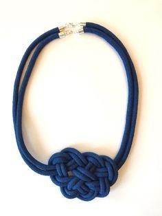 Knotenkette blau von Knotenherz auf DaWanda.com