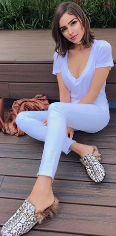 Who made Olivia Culpo's white skinny jeans, tee, and slide shoes?