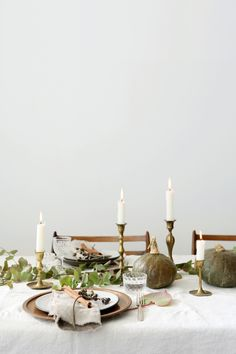 Thanksgiving Tablescapes Ideas (& How to Work With What You Already Own) - Emily Henderson Hosting Thanksgiving, Thanksgiving Table Settings, Thanksgiving Tablescapes, Holiday Tablescape, Thanksgiving Feast, Kitchen Essentials, Dinner Table, Table Decorations, Holiday Decorations