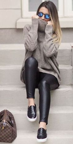 This leather leggings outfit is so cute for the fall or winter! accessories outfit 20 Ways To Wear Leather Leggings With Your Outfit - Legging Outfits, Leggings Outfit Winter, Leather Leggings Outfit, Leggings Fashion, Women's Leggings, Cheap Leggings, Printed Leggings, Leggings Store, Outfits With Leather Leggings