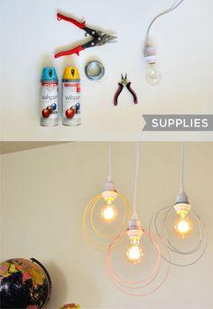 Lámparas de color con alambres / Via www.abeautifulmess.com/