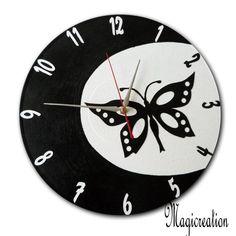 sur commande horloge fée papillon dans la lune - Boutique www.magicreation.fr Clock, Boutique, Vinyls, Wall Clocks, Moon, Butterflies, Bricolage, Watch, Clocks