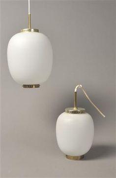 Bent Karlby - to Kina pendler af opalglas. Fremstillet hos Lyfa. H. 22-28 cm. Vurd. 1000kr.