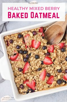 Healthy Berry Baked Oatmeal — this berry baked oatmeal recipe is so easy and healthy! Naturally sweetened with all your favorite berries (blueberry strawberry, raspberry, and/or blackberry!) and banana, so no added sugar is needed! Healthy Breakfast Recipes, Easy Healthy Recipes, Yummy Easy Breakfast, Healthy Blackberry Recipes, Healthy Supper Ideas, Healthy Breakfast Meal Prep, Breakfast Bake, Easy Meals, Baked Oatmeal Recipes
