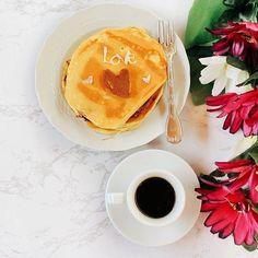 • una colazione che vorrei in questo momento ma sto cercando di resistere 😁 • sono stata un po' assente questa settimana...l'ultimo esame mi sta chiamando a sé 🙈🙈🙈 • ma per fortuna è già venerdì ✌️ • chi mi segue su fb già sa che ho provato a fare anche i #pancakes al cioccolato, ma è uscito solo un piccolo ❤️• i miei #piccolifallimentiincucina 😂😂😂• vabbè #buongiorno belli ☀️ •  .  .  .  #breakfastlovers #coffeetime #coffeelovers #otcucino  #healthybreakfast #foodblogger…