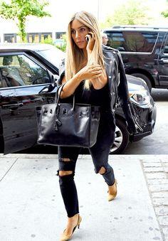 luvkardashjennx:  June 25th- Kim returning back to her apartment in NYC  Xoxo