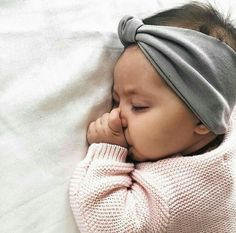 Sweet little Bebe with headband Lil Baby, Baby Kind, Little Babies, Cute Babies, Baby Pictures, Baby Photos, Foto Baby, Everything Baby, Baby Family