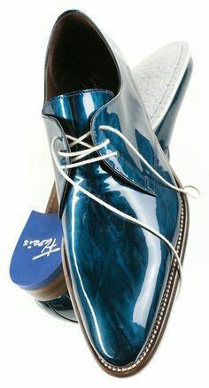 Floris van Bommel in Metallic Blue dress shoes. There are maybe 10 gents on the planet cool enough to wear these. Blue Shoes, Men's Shoes, Shoe Boots, Dress Shoes, Shoes Men, Sneakers Fashion, Fashion Shoes, Mens Fashion, Women's Sneakers
