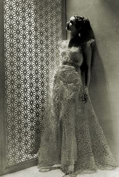 Madeleine Vionnet June Chilleurs-aux-Bois – 2 March Paris), one of the greatest, most innovative, most influential fashi. Madeleine Vionnet, 1930s Fashion, Edwardian Fashion, Timeless Fashion, Fashion Goth, Belle Epoque, Style Année 20, Do It Yourself Wedding, Vintage Fashion Photography