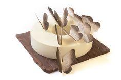"""#Büche de #Nöel """"Envolée de Papillons"""" confectionnée par le Chef Pâtissier du Trianon Palace Versailles Eddie Benghanem signe des pâtisseries de Noël inspirées par la poésie de la maison Deyrolle.  Notes de chocolat noir, praliné noisettes, caramel, fruits de la passion, vanille, fève de cacao, sucre moscavado :-)"""