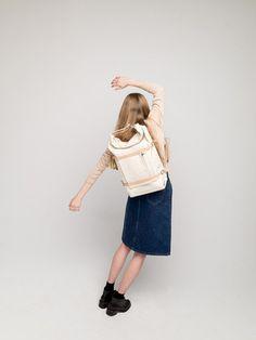 「一つ一つのアイテムはシンプルなのに、どうしてあの人はいつも個性的で素敵なんだろう」そんな風に思うことってありますよね?おしゃれな人は、たいてい小物を上手く使っているものです。シンプルな服だと、なおさら。薄着になる夏に向けて、バッグや靴、帽子などの小物使いをマスターしませんか?きっといつものコーデが見違えるはずです!