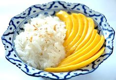 Thai desserts.: Mango with Sticky Rice