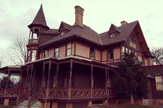 It's said some houses are cursed. That certainly seems the case for the Kreischer Mansion in Staten Island where tragedy and murder seem to be part of the very fabric of the building. Built in the late 1800s for Edward Kreischer by his father...
