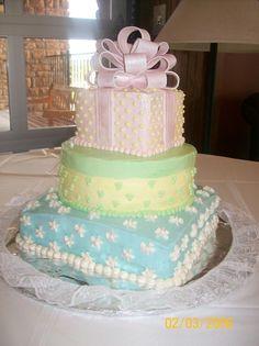 decorating fondant cakes before stacking