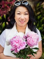 Meet The Woman Who Knows Everything About Wedding Gifts #refinery29  http://www.refinery29.com/wedding-gift-advice