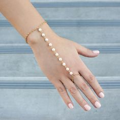 Pearly Deeps Hand Bracelet