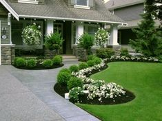 Cool 48 Front Yard Path Walkway Design Ideas. More at http://decoratrend.com/2018/04/02/48-front-yard-path-walkway-design-ideas/