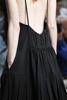 Vera Wang Spring 2015 Ready-to-Wear Accessories Photos - Vogue Moda Fashion, Runway Fashion, High Fashion, Fashion Show, Womens Fashion, Fashion Trends, Style Fashion, Fashion Details, Fashion Design