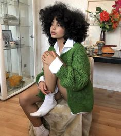 Image shared by :UnicornTear:. Find images and videos about girl, Afro and flammedepigalle on We Heart It - the app to get lost in what you love. Fashion Week, Look Fashion, Pretty People, Beautiful People, Curly Hair Styles, Natural Hair Styles, Black Girl Magic, Black Girls, Streetwear