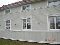 Spets och snor: Nu äntligen lite bilder från vårat nymålade hus Garage Doors, Windows, Outdoor Decor, Modern, House, Home Decor, Cottages, Google, Image