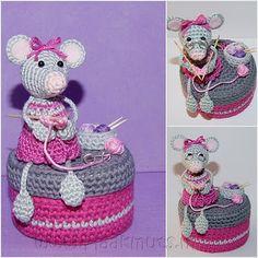 Crochet mouse, knitting